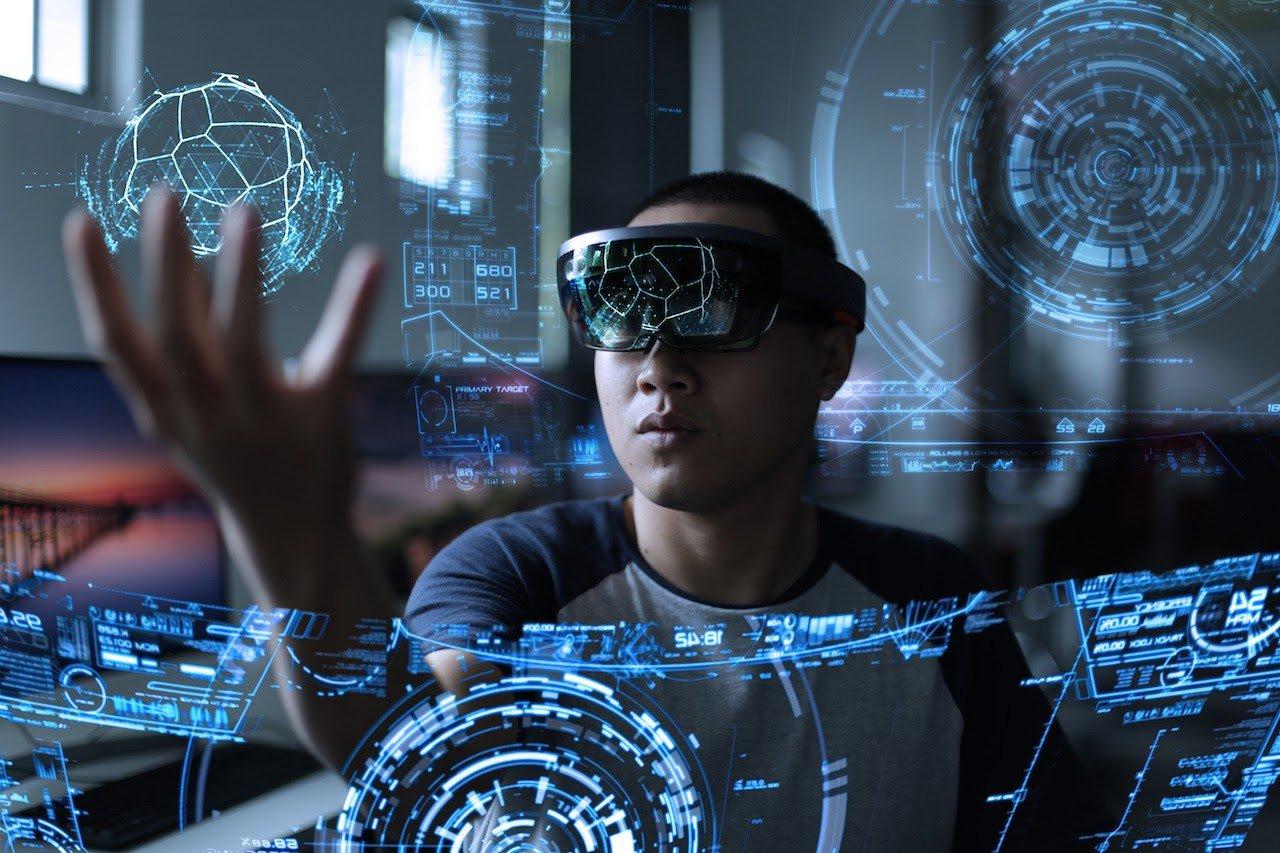 A man using hi-teck technologies